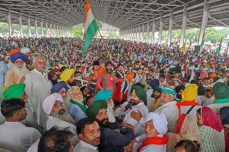Farmers Stage Sit-In Protest at Karnal Secretariat