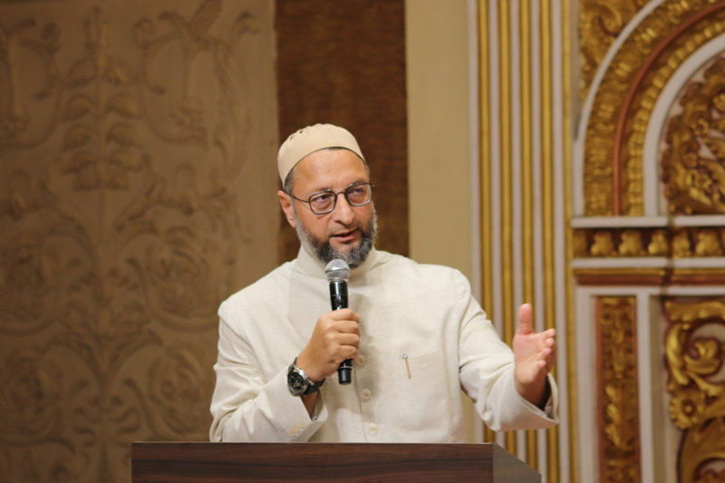 Owaisi, Shia cleric come in support of UP IAS officer