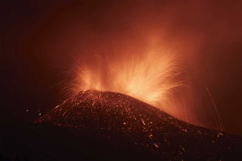 Hundreds of residents evacuated amid volcanic eruption in Spain